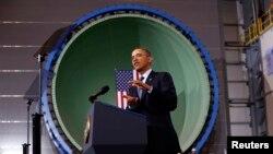 美國總統奧巴馬星期二在維吉尼亞州最大的私有企業紐波特紐斯造船廠對工人發表演講