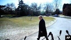 صدر ٹرمپ وہائٹ ہاؤس واشنگٹن سے کیمپ ڈیوڈ کے لیے روانہ ہو رہے ہیں۔ 5 جنوری 2018