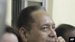 ေဟတီသုိ႔ ျပန္လည္ေရာက္ရွိလာသည့္ အာဏာရွင္ေဟာင္း Jean Claude Duvalier ႏွင့္ ဇနီး။ ဇန္န၀ါရီ ၁၆၊ ၂၀၁၁။