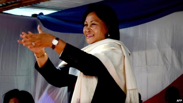 "Wife of ex-president Marc Ravalomanana, Lalao Ravalomanana (C) applauds during an electoral meeting on May 4, 2013 in Antananarivo at ""the Magro"", a supermarket owned by her husband."