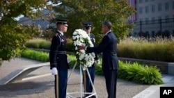 9月11日奥巴马总统在五角大楼向9/11遇难者献花圈