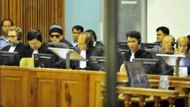 """""""Brother Number Two"""" Nuon Chea (4th L) and former Khmer Rouge foreign minister Ieng Sary (2nd R) sit at the Extraordinary Chambers in the Courts of Cambodia (ECCC) on the outskirts of Phnom Penh, file photo."""