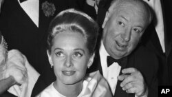 تیپی هدرن و آلفرد هیچکاک در جشنواره فیلم کن، فرانسه، ۹ مه ۱۹۶۳