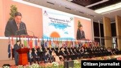ທ່ານ ຈູມມະລີ ໄຊຍະສອນ ປະທານປະເທດລາວ ກ່າວເປີດພິທີ ໄຂກອງປະຊຸມສຸດຍອດ ເອເຊຍ-ຢູໂຣບ ຫລື ASEM ຄັ້ງທີ 9 ຢ່າງເປັນທາງການ ໃນວັນຈັນ ທີ 5 ພະຈິກ 2012. ທີ່ນະຄອນຫລວງວຽງຈັນ.