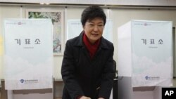 South Korea's presidential candidate Park Geun-hye casts her ballot Dec. 19, 2012