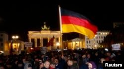 اعتراضات حزب ضد مهاجرت وطن دوستان اروپایی در مخالف با مهاجرت مسلمانان