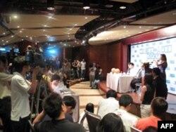 林书豪记者会吸引大批媒体采访