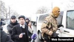 Lực lượng đặc nhiệm Ukraine tiến hành cuộc khám xét lớn tại Làng Sen. Ảnh: nguoivietukraina. (Ảnh chụp màn hình trang web VnExpress).