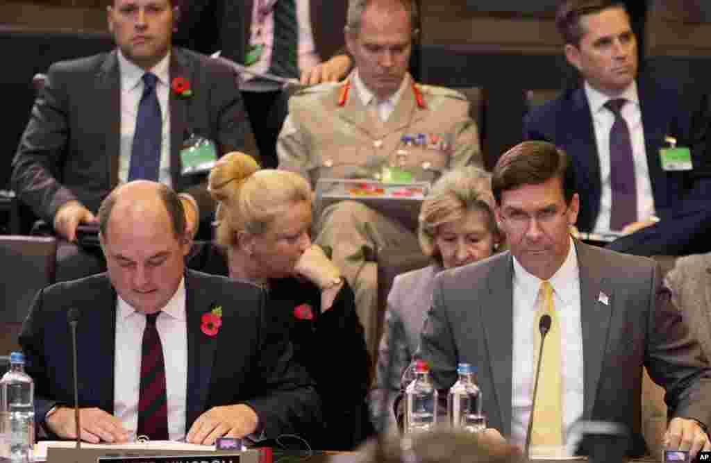 مارک اسپر وزیر دفاع ایالات متحده در نشست روز جمعه وزرای دفاع کشورهای عضو ناتو حضور یافت. تمرکز این جلسات بر افغانستان بود.