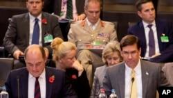 美国国防部长埃斯珀和英国国防大臣华莱士2019年10月25日出席北约防长会议。