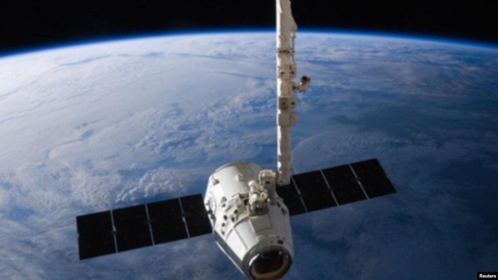 Tàu vũ trụ Dragon chở hàng hóa của SpaceX.