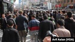 Protestoya gelê Wanê li dij betalkirina destrûrnameyên HDPê
