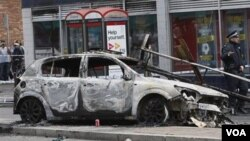 Sekitar 35 polisi luka-luka dalam kekerasan yang disertai penjarahan di London utara, Sabtu malam (6/8).