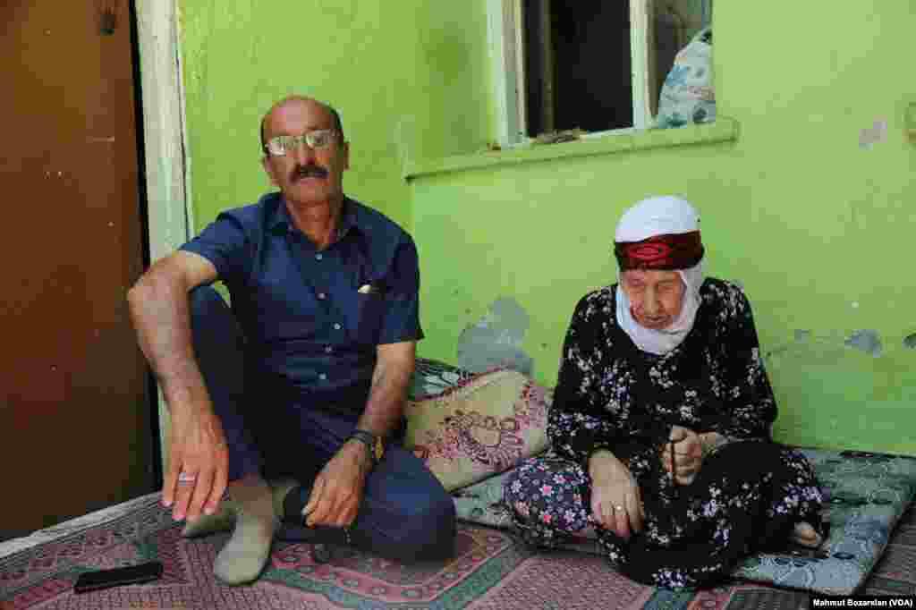 Şahe Tayurak ve oğlu Cemal Tayurak birlikte yaşıyor