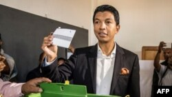 Andry Rajoelina vote à Antananarivo le 7 novembre 2018.