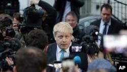 2016年2月21日伦敦市长约翰逊在他伦敦的家外表示支持英国退出欧洲联盟。
