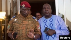 Lieutenant Colonel Yacouba Isaac Zida (L) meets with opposition leader Zephirin Diabre in Ouagadougou, capital of Burkina Faso, Nov. 2, 2014.