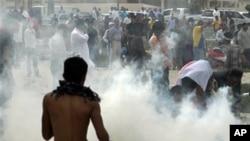 巴林反政府示威者星期天在防暴警察
