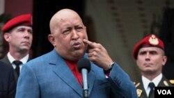 Presiden Venezuela Hugo Chavez banyak dikecam karena langkahnya menasionalisasi perusahaan-perusahaan minyak asing di Venezuela.