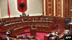 Shqipëri, ligji për administrimin e mbetjeve rikthen polemikat e forta në parlament