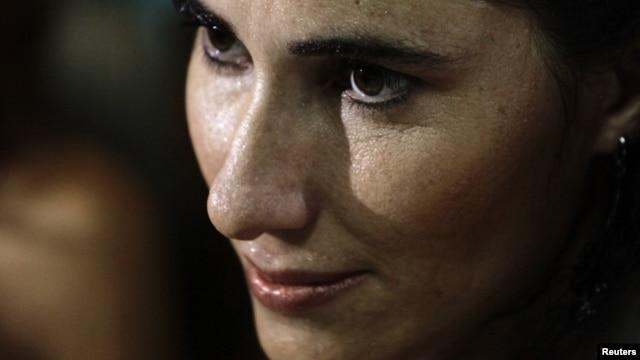 """Yoani dijo al diario Folha de S.Paulo que las """"pequeñas"""" reformas en Cuba """"abrieron el apetito"""" de los cubanos."""