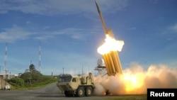 Foto Departemen Pertahanan AS menunjukkan uji coba misil penangkal THAAD (foto: dok).