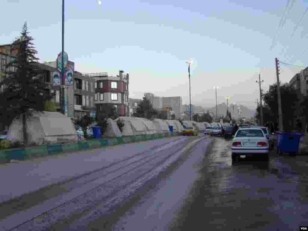 سرپل ذهاب- اسکان آسیب دیدگان زلزله در وسط بلوار عکس: بهروز (ارسالی شما)