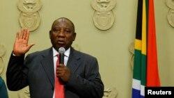 Le président sud-africain Cyril Ramaphosa prête serment au Cap, le 15 février 2018.
