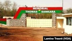 Le futur Mémorial Thomas Sankara en construction au Conseil de l'Entente, Ouagadougou, le 15 octobre 2019. (VOA/Lamine Traoré)