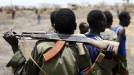 A South Sudanese soldier holds his rifle near an oil field in 2012. Sudan will release 5 SPLA POWs next week. (Reuters)