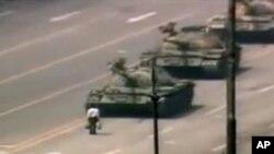八九年六四清晨王維林長安街勇擋坦克(資料圖片)