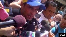 Henrique Capriles tomó la palabra en la concentración en Caracas y prometió la liberación de Leopoldo López, preso en una cárcel militar. [Foto: @alvaroalgarra].