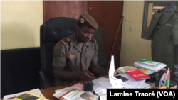 Adama Pamtaba, chargé de communication de la police municipale de Ouagadougou, au Burkina, le 12 novembre 2018. (VOA/Lamine Traoré)