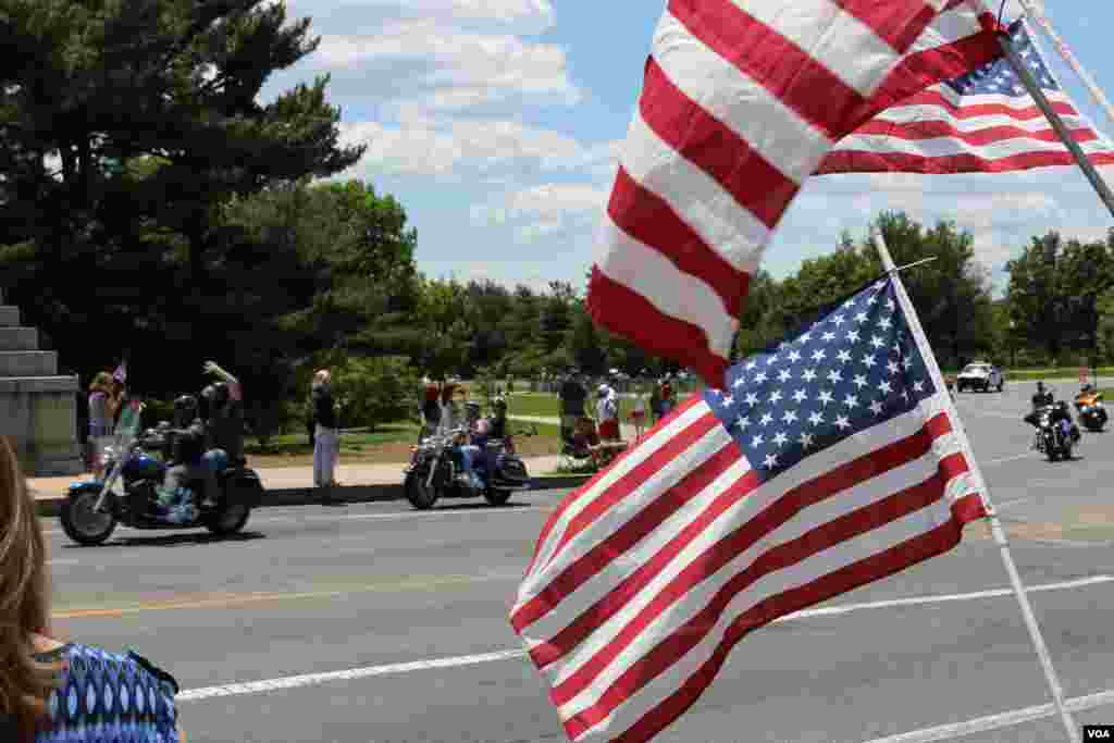 Participants drive in the Rolling Thunder 'Ride for Freedom' in Washington, May 25, 2014. (Brian Allen/VOA)