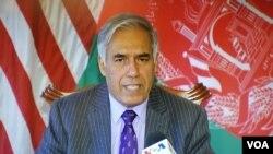 ډاکټر قیومي د افغانستان د مالیې سرپرست وزیر او جمهور رئیس غني ستراقتصادي سلاکار دی.