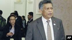 東南亞國家聯盟秘書長素林•比素萬星期一到達金邊參加東盟會議