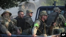 Грузинские военные отправляются к месту проведения спецоперации. Лапанкури, Грузия. 29 августа 2012 года