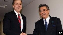 미국의 글린 데이비스 대북정책특별대표(왼쪽)와 일본의 스기야마 신스케 외무성 아시아대양주 국장.