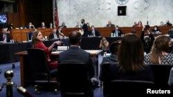 Юридический комитет Сената проводит слушания по утверждению кандидата в Верховный суд Эми Кони Барретт