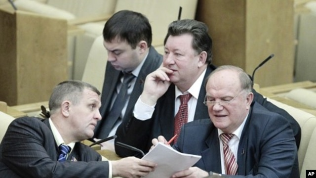Communist Party leader Zyuganov talks with a deputy during a session of the lower house of parliament, the State Duma, in Moscow, 24 Dec 2010