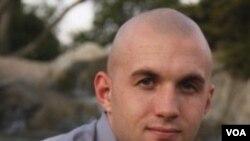 Marinir AS, Sersan Marinir Gary Stein mempunyai halaman Facebook yang mengritik Presiden Barack Obama.