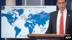 토머스 보서트 미국 백악관 국토안보보좌관이 지난 2017년 12월 워싱턴 백악관에서 '워너크라이' 사이버공격의 배후가 북한이라는 조사 결과를 발표하고 있다.