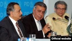 نگران وفاقی وزیر اطلاعات عارف نظامی