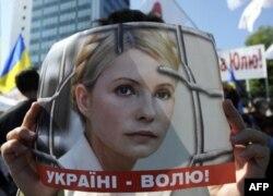 Çekler Eski Ukrayna Başbakanının Eşine Siyasi Sığınma Tanıdı