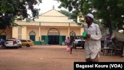 La mosquée centrale du quartier KM5 de Bangui, en République centrafricaine, 6 Avril 2014, photo Bagassi Koura, VOA.