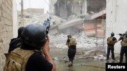 Anggota pasukan operasi khusus Irak berpatroli mencari militan ISIS di Ramadi. (Foto: Dok)