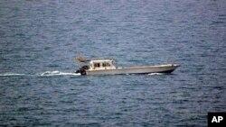 Kapal nelayan India yang ditembak oleh Angkatan Laut AS di lepas pantai Dubai hari Senin (16/7). Awak kapal nelayan India mengaku tidak ada peringatan sebelumnya dari AL AS.