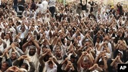 Anti-government protesters shout slogans during a rally after Friday prayers to demand the ouster of Yemen's President Ali Abdullah Saleh in Sana'a, June 24, 2011