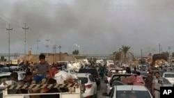 伊拉克城市拉馬迪上空見到的冒煙