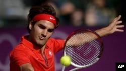 Federer membutuhkan satu kemenangan lagi untuk merebut medali pertama Olimpiade dalam nomor tunggal selama karirnya (foto, 2/8/2012).